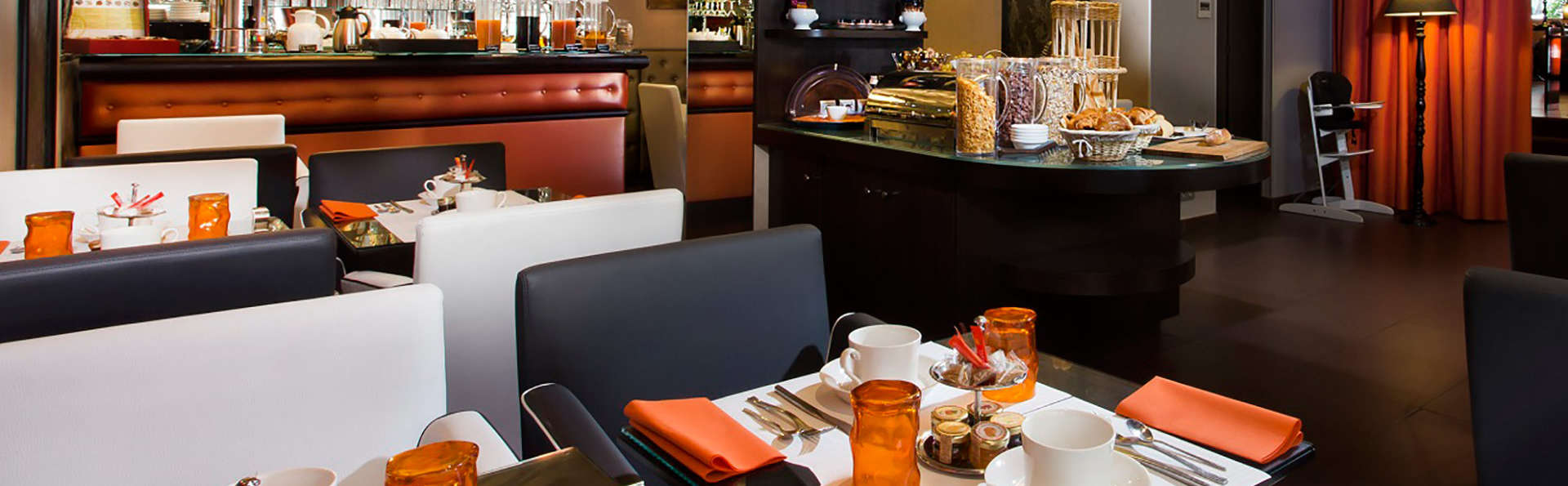 Hôtel Elysées Bassano - EDIT_barbuffet.jpg