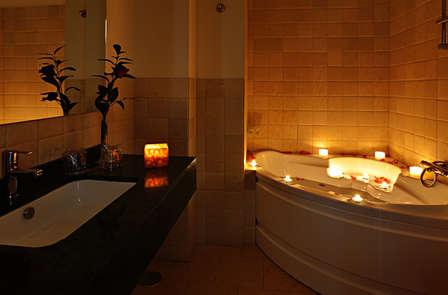 Escapada Romántica con jacuzzi privado y cena en Junior Suite cerca de Granada