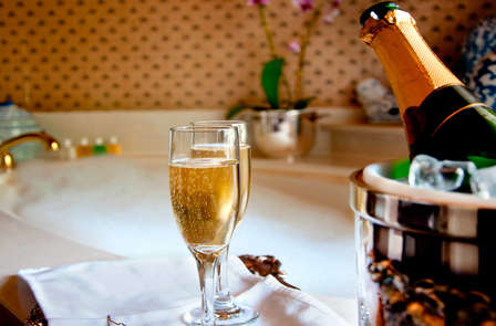Escapada de lujo en junior suite con bañera hidromasaje privada y cena