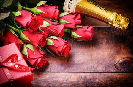 Escapade romantique avec champagne et pétales de rose en chambre près de Quimper
