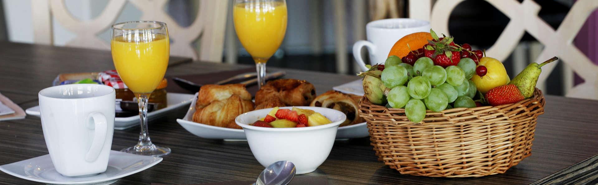 QUALYS-HOTEL Golf de l'Ailette - EDIT_breakfast.jpg
