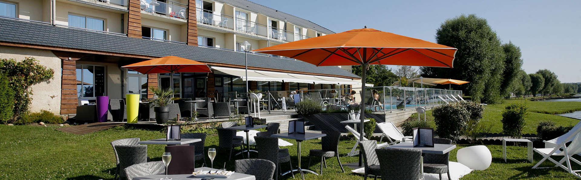 QUALYS-HOTEL Golf de l'Ailette - EDIT_terrace2.jpg