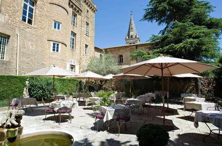 Week-end au coeur des vignobles, dans un château**** près d'Orange