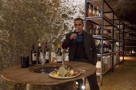 Dégustation de vins dans le village de La Redorte