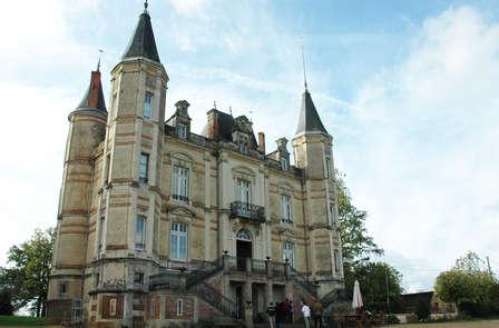 Séjour 2 nuits min. dans un château à Andrezé avec dîner et entrée au Puy du Fou ® (Grand Parc)
