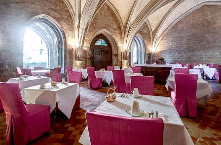 Una cena sotto le volte di un antico convento nel Var