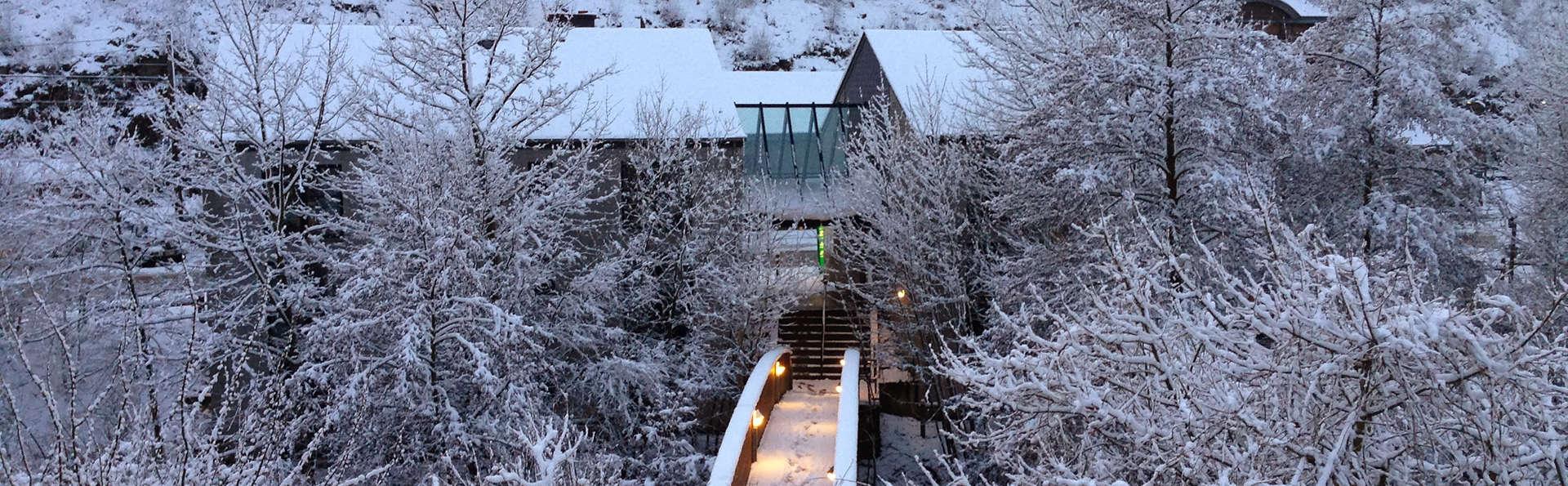 Hotel Val de Poix - EDIT_exterior1.jpg
