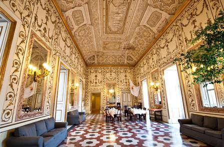 Vacanze al centro storico di Napoli: soggiorna in un Antico Palazzo d'epoca.