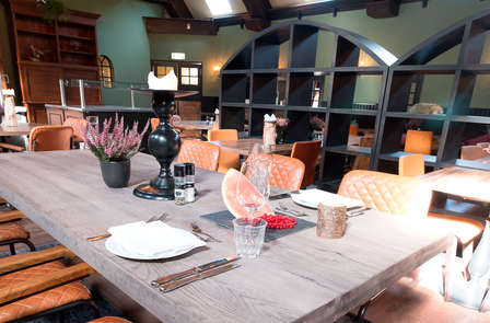 Romantiek met diner, bubbels en privésauna op de Veluwe