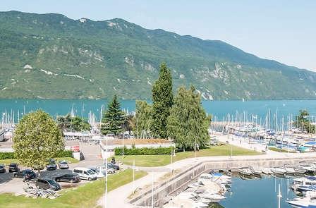 Week-end détente & SPA dans une chambre avec vue sur le lac du Bourget à Aix-les-Bains
