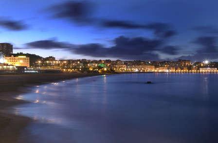 Escapada con cena y cava frente al mar cantábrico (desde 2 noches)