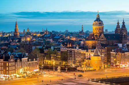Ontspan in Amsterdam met een kamer met bubbelbad en balkon