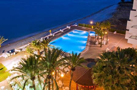 Relax frente al mar en habitación superior y pensión completa (desde 3 noches)