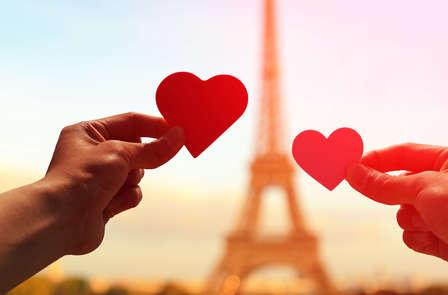 Romanticismo, champagne e cioccolatini ai piedi dell'Arco di Trionfo
