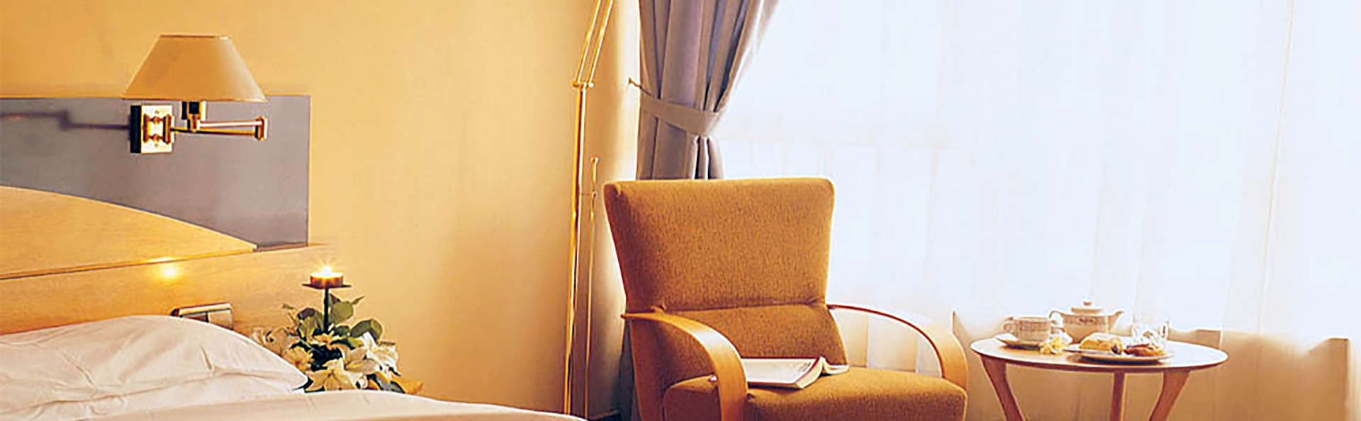 Hotel Corona de Castilla - EDIT_room2.jpg