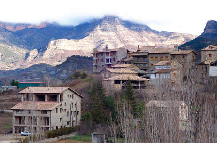 Escapada con cena y visita a Bodega en la Ribagorza- Huesca ( desde 2 noches)