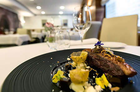 Escapada Romántica con Cena gastronómica y parking en Pamplona