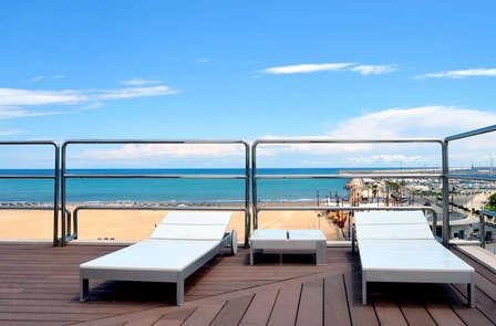 Escapada romántica con spa, cava y bañera hidromasaje en Valencia, al lado del mar
