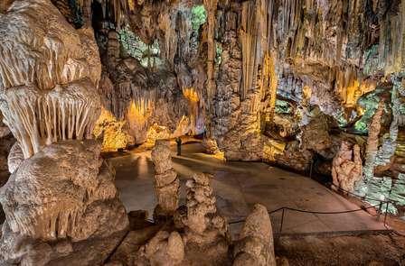 Descubre Frigiliana y las Cuevas de Nerja con cena