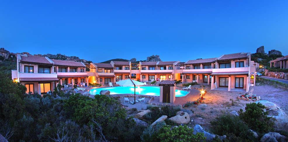 H tel gravina resort h tel de charme trinit d 39 agultu e for Reservation hotel pas chere