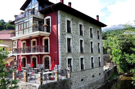 Escapada Romántica y Relax con acceso al jacuzzi en Cantabria