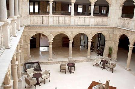 Séjour romantique avec spa et bouteille de cava dans un palais médiéval (à partir de 2 nuits)