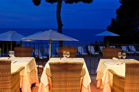 Escapada con cena romántica en la Costa Brava