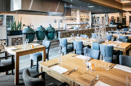 Séjournez dans une chambre deluxe et savourez un diner à l'hôtel Hampshire Fitland.