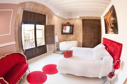 Escapada deluxe en habitación romántica con visita a castillo bodega (desde 2 noches)