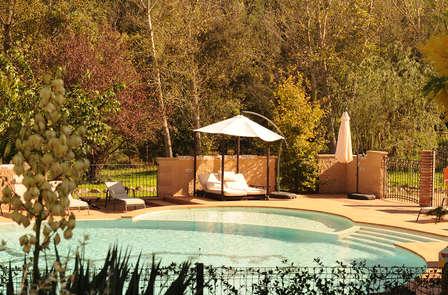 Noche de amor con cava y relax en un hermoso hotel cerca de Girona