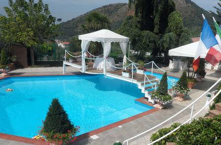 Soggiorno di charme in Campania con cena a lume di candela a bordo piscina