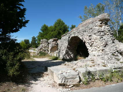 Aqueduc et moulins de Barbegal