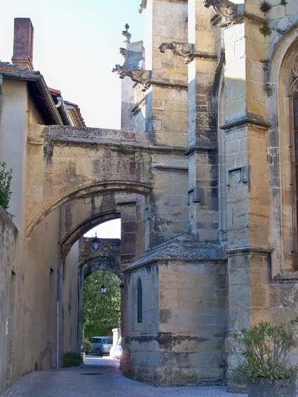 Église Saint-Michel de Caderousse