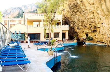 Fin de semana de relax y bienestar: media pensión y visita al Monasterio de Piedra (desde 2 noches)