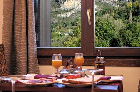 Encantador hotel en pleno valle de Benasque con desayuno