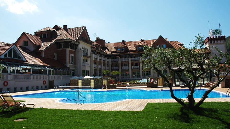 Gran Hotel Balneario de Puente Viesgo - EDIT_pool1.jpg