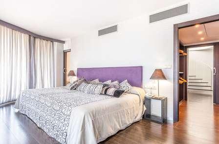 Lujo & relax: escapada en suite temática con jacuzzi privado, spa y masaje en Peñíscola