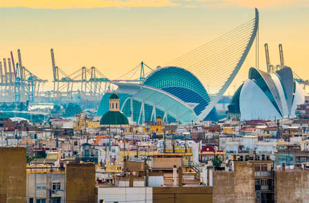 Alójate al lado de la Ciudad de las Artes y las Ciencias de Valencia