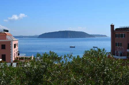 Romanticismo in villa a un passo dalla spiaggia a Ischia (non rimborsabile)