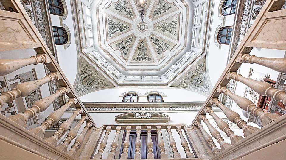 Hotel Hospes Palacio de los Patos - EDIT_interior2.jpg