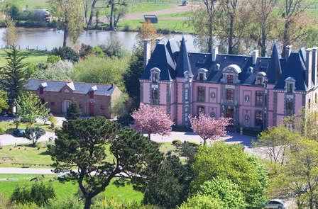 Découvrez le Zoo de la Bourbansais et reposez-vous dans un magnifique château près de Saint-Malo !