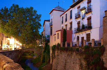 """Escapada """"noches de verano"""" en pleno centro de Granada"""