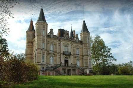 Nuit et pause gourmande dans un château à Andrezé (à partir de 2 nuits)