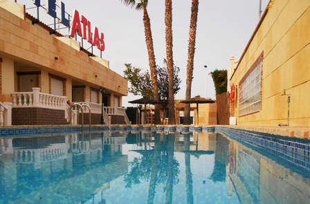 Apartamento familiar con piscina y cerca del mar en Torrevieja