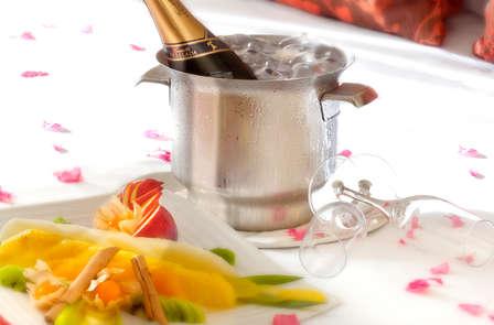 Regálate una noche romántica con cena, decoración especial y mucho más