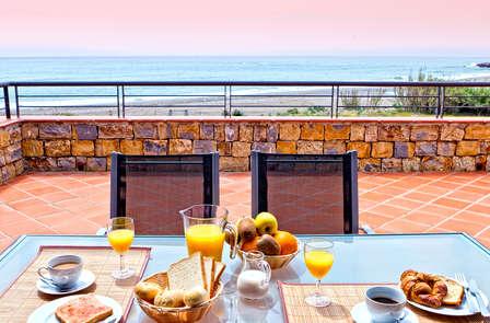 Apartamentos de Lujo Vistas al Mar en Casares del Mar: vacaciones completas en familia con Spa