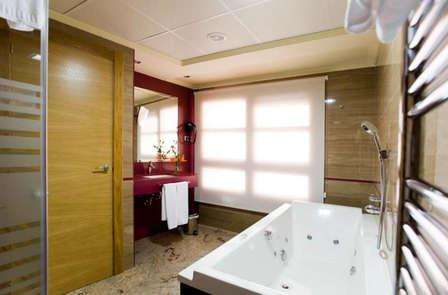 Oferta romántica en Junior Suite con bañera hidromasaje en Murcia