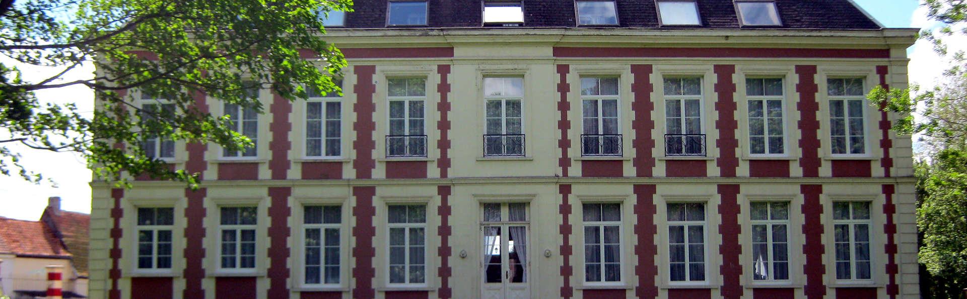 Château de Moulin le Comte - Edit_Front.jpg