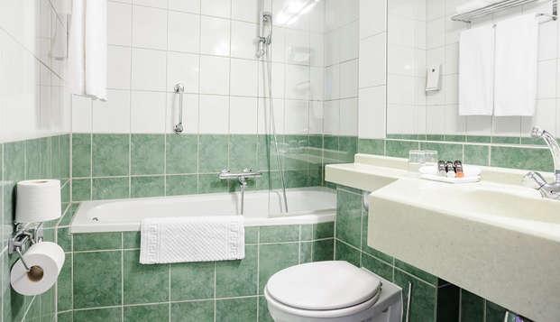 Crown Hotel Eindhoven - Bathroom