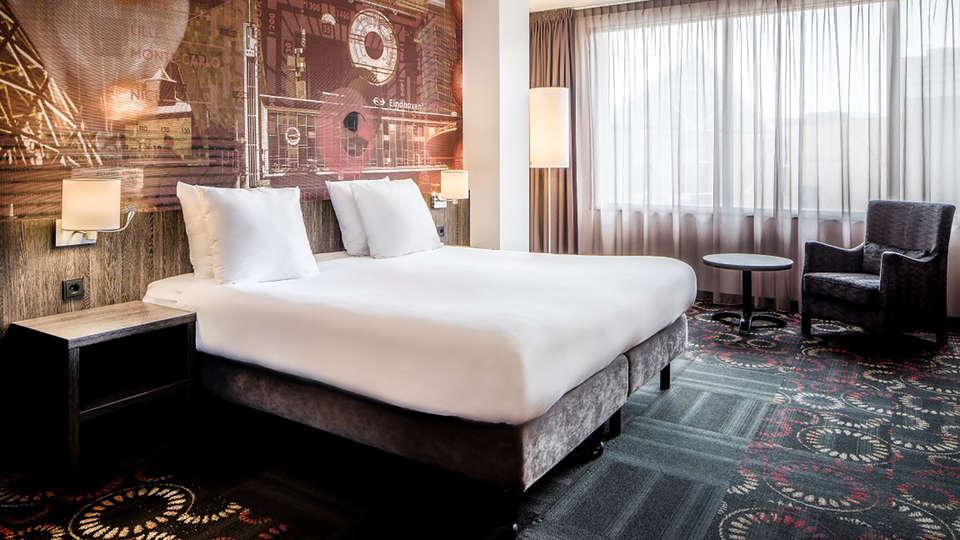 Crown Hotel Eindhoven - Edit_room2.jpg